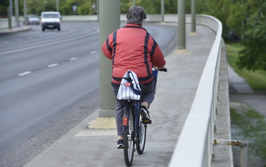 A Bertalan hídon igazából az a szabályos, ha az úton biciklizünk