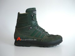 VINTAGE ADIDAS TREKKING TREKKING / HIKING SPORT HI SHOES / HI TOPS
