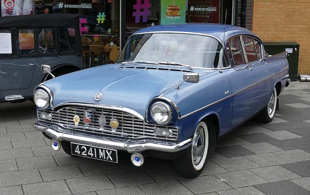 D21163.  Classic Cars in Queensmead, Farnborough.
