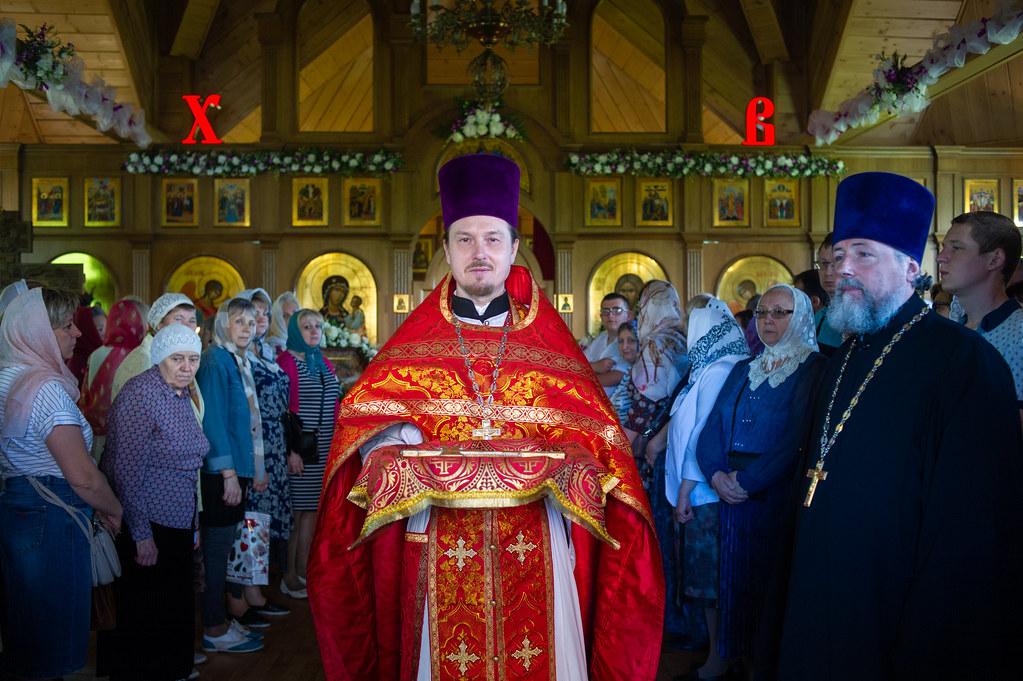 Епископ Воскресенский Дионисий возглавил престольный праздник храма Жен-Мироносиц в Марьине