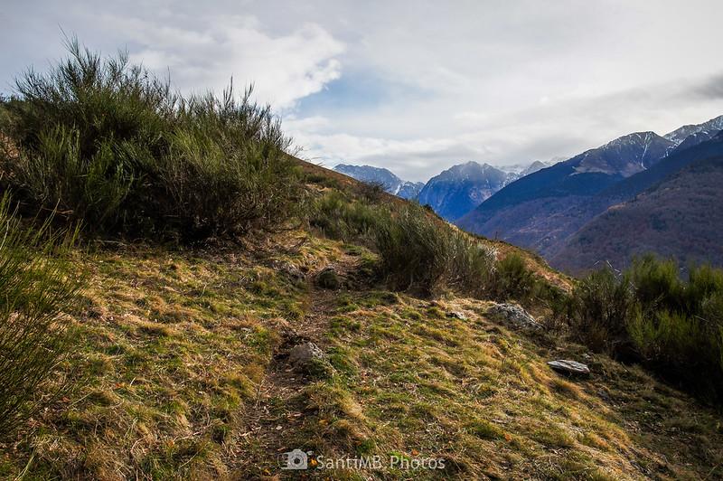 Mirando hacia el Valle de Toran desde el Camin dera Ribèra