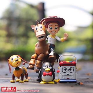 風馳電掣的快馬與活潑俏皮的女牛仔!! HEROCROSS H.M.F. 系列《玩具總動員》翠絲、紅心 Jessie 、Bullseye 開箱報告