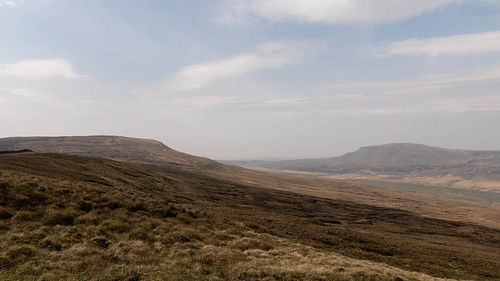 Fountains Fell and Pen-y-Gent face off | by johnkaysleftleg