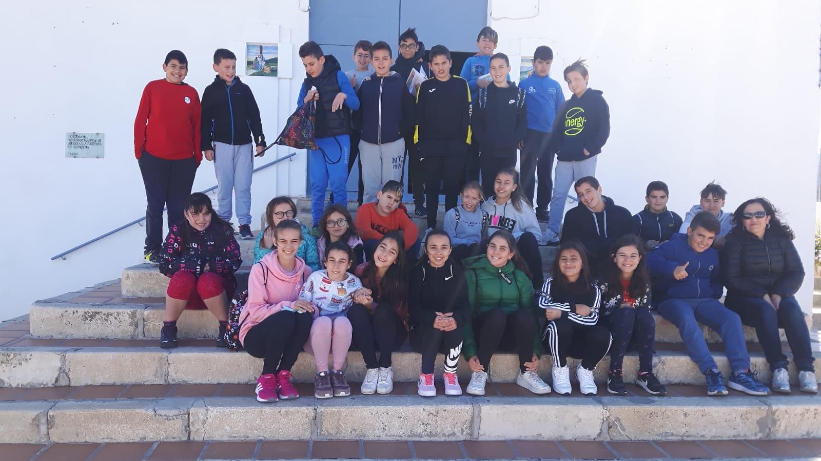 (2019-04-11) Visita ermita alumnos Pilar - 6 primaria -  9 de Octubre - María Isabel Berenguer (06)