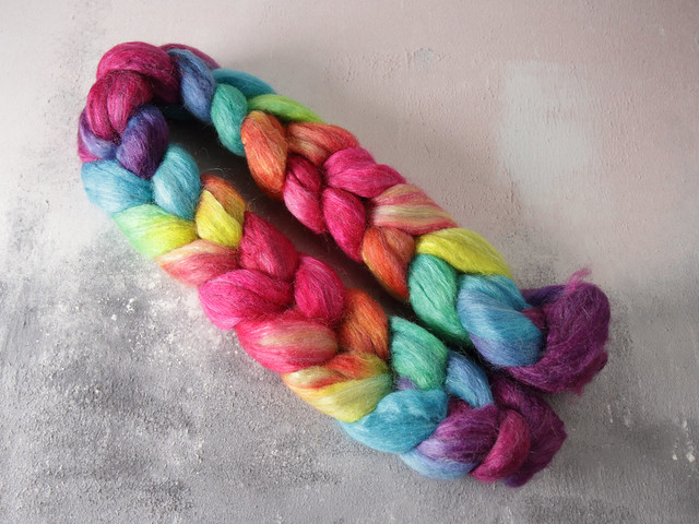 90g Lustre Blend British wool, merino, silk combed top/roving hand-dyed spinning fibre – 'Lollipop' repeating gradient
