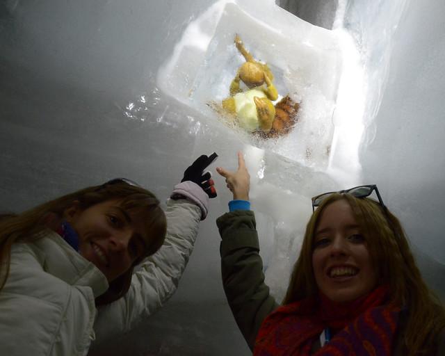 La ardilla de la edad del hielo medita en hielo