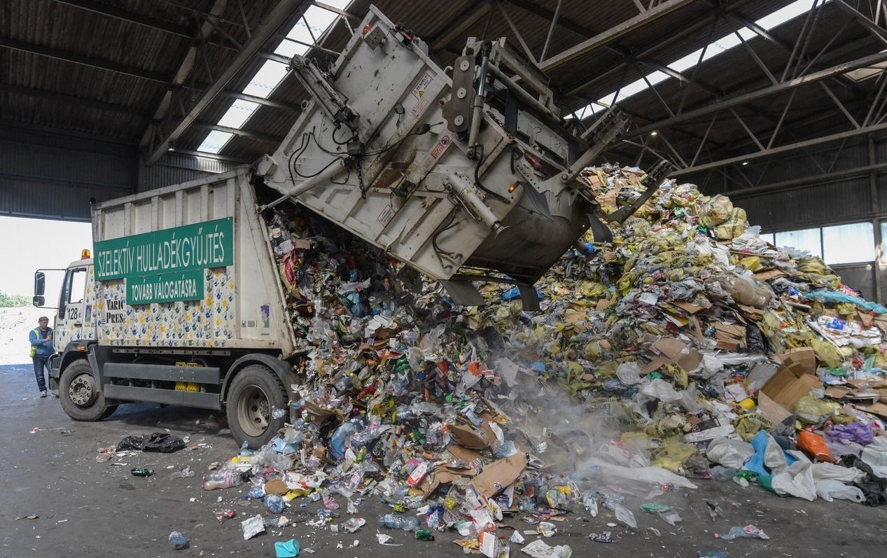 385 kiló szemetet termel évente a magyar