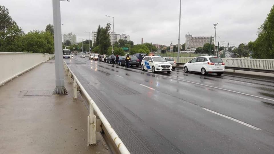 Öt autó ütközött össze az Izabella felüljárón