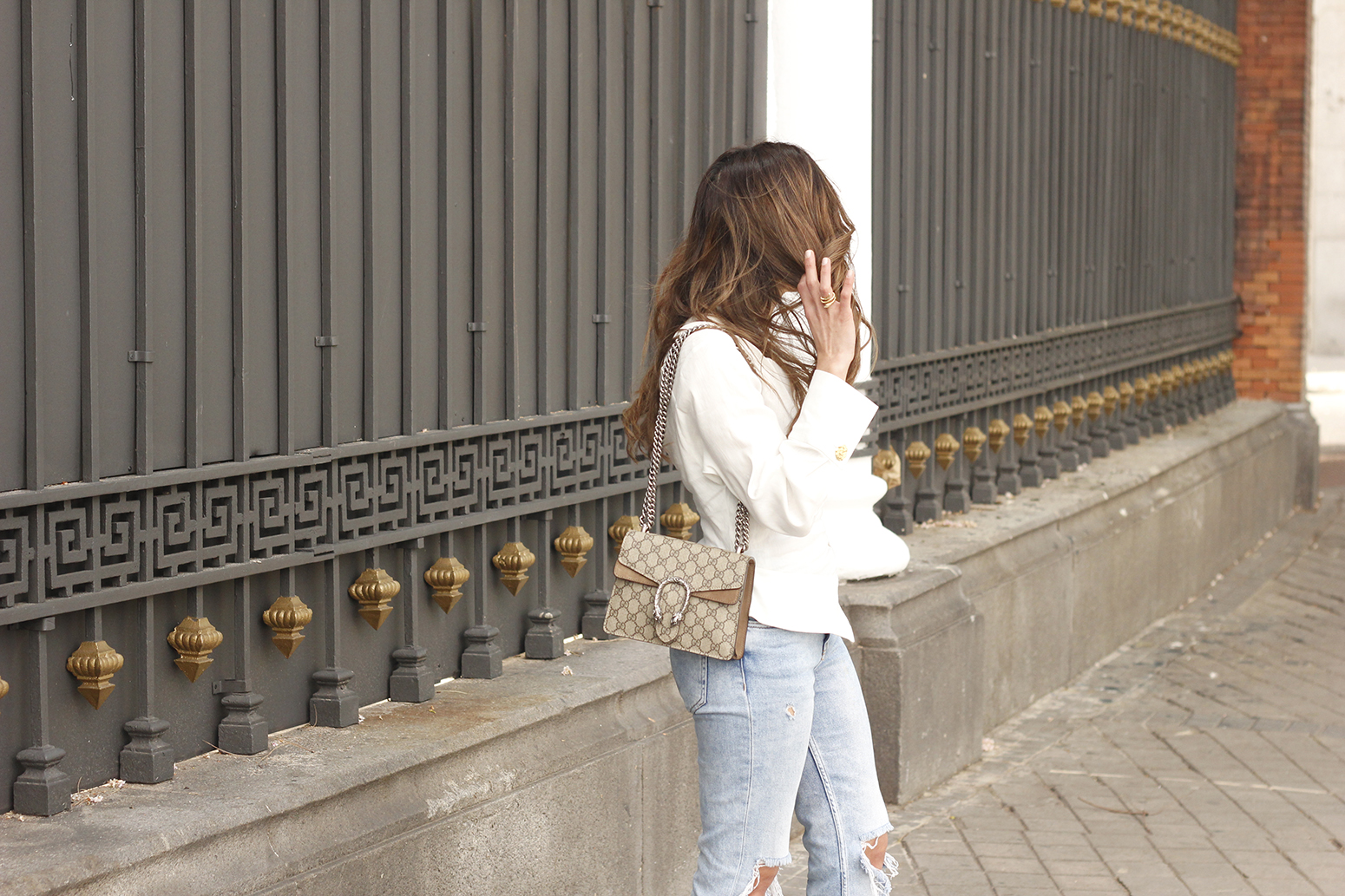 White Asymmetrical Linen Top jeans gucci bag street style outfit 20193