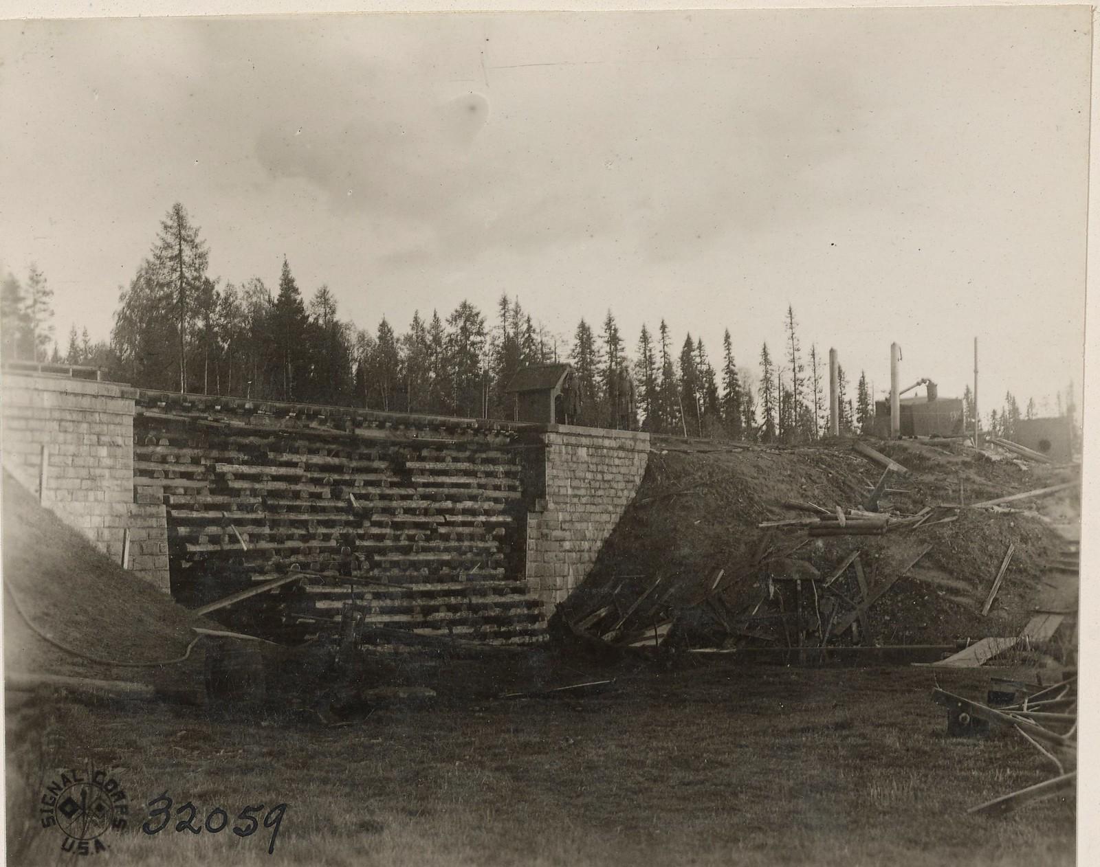 Обозерская. Мост и водокачка, разрушенные большевиками