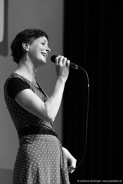 Susanne Obereder: vocals, Susiphon