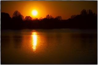 The hectic of the day burns up in the golden glow of the evening - the soul rejoices.