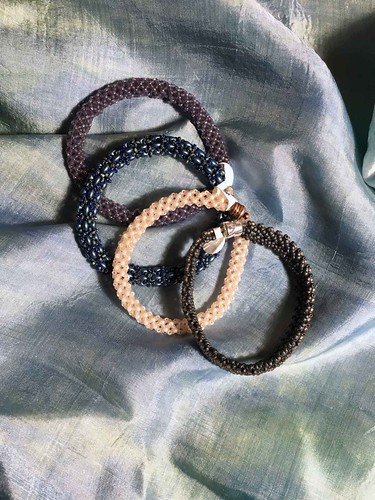 Magnetic clasp bracelets