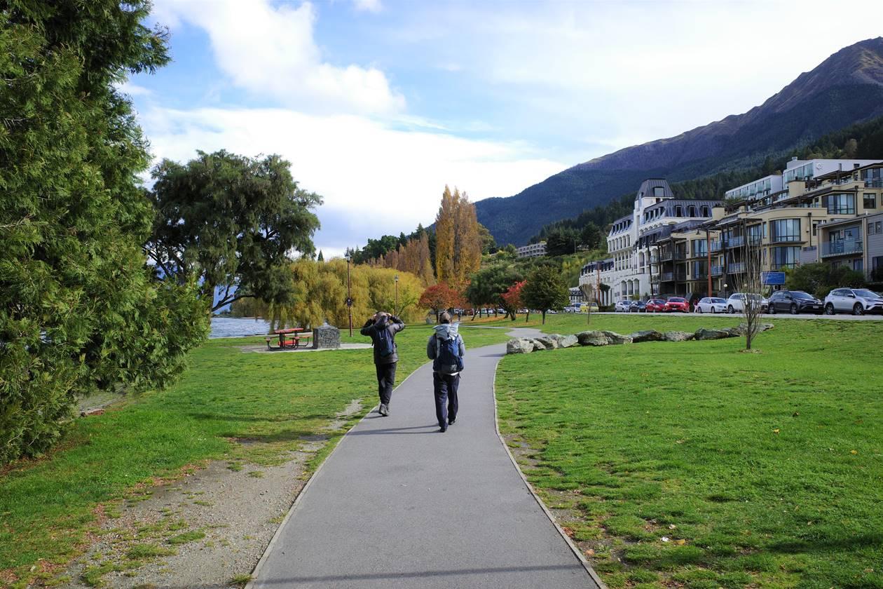 クイーンズタウン 湖畔の遊歩道