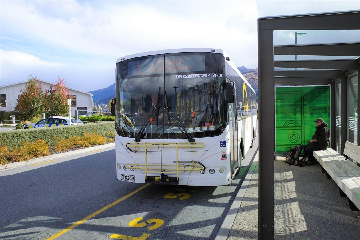 クイーンズタウン空港から市街地までバス移動