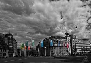Regenbogenflaggen am Willy-Brandt-Platz Bielefeld