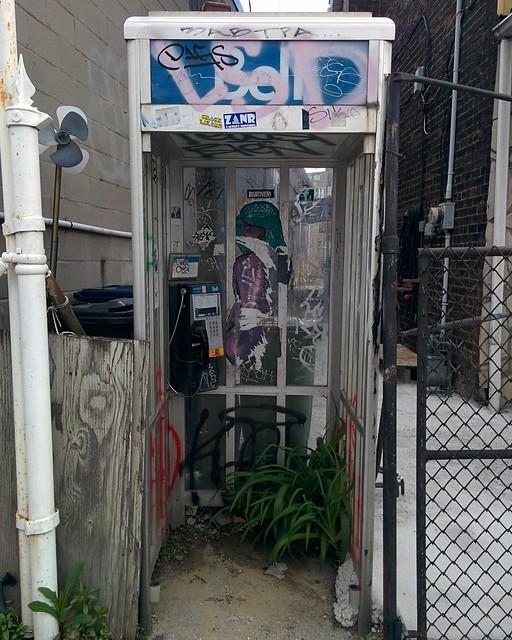 Abandoned phone booth, Dundas west of Sorauren #toronto #roncesvalles #dundasstreetwest #abandoned #payphones