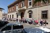 Verona, Warten auf den Stadtbus, der uns zu unserem Reisebus bringt