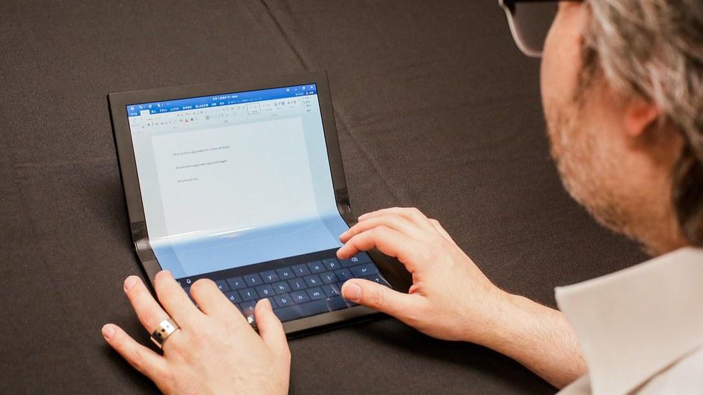 شركة Lenovo تعرض أول كمبيوتر 47809737462_cb3e051f