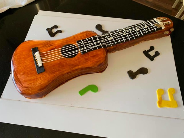 Guitar Cake by Patricia Nicole of Heaven In A Cake