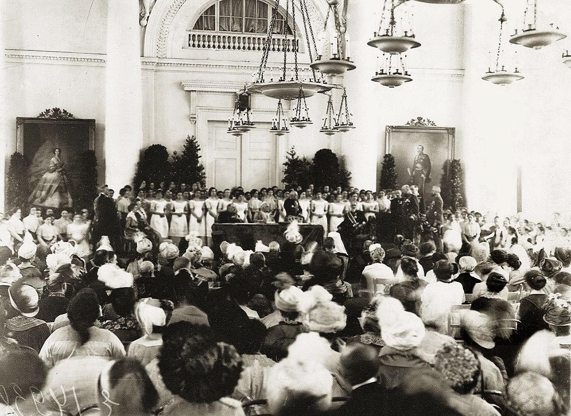 Торжественная церемония в Смольном