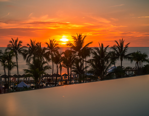mexico palms sunset sonyα7riii water sonysel24105gfe24–105mmf4goss pacific puertovallarta dusk a7r a7riii alpha ilce7rm3 pacificocean sel24105g sony sonyalpha ocean twilight jalisco nd ndfilter