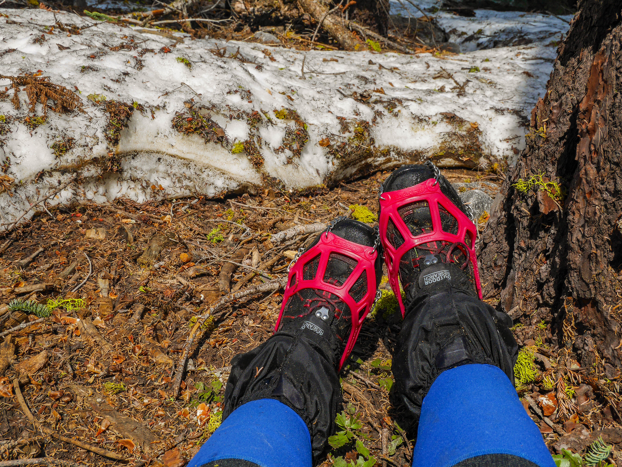 A steepish snowfield with a runout off a cliff made me put on my microspikes