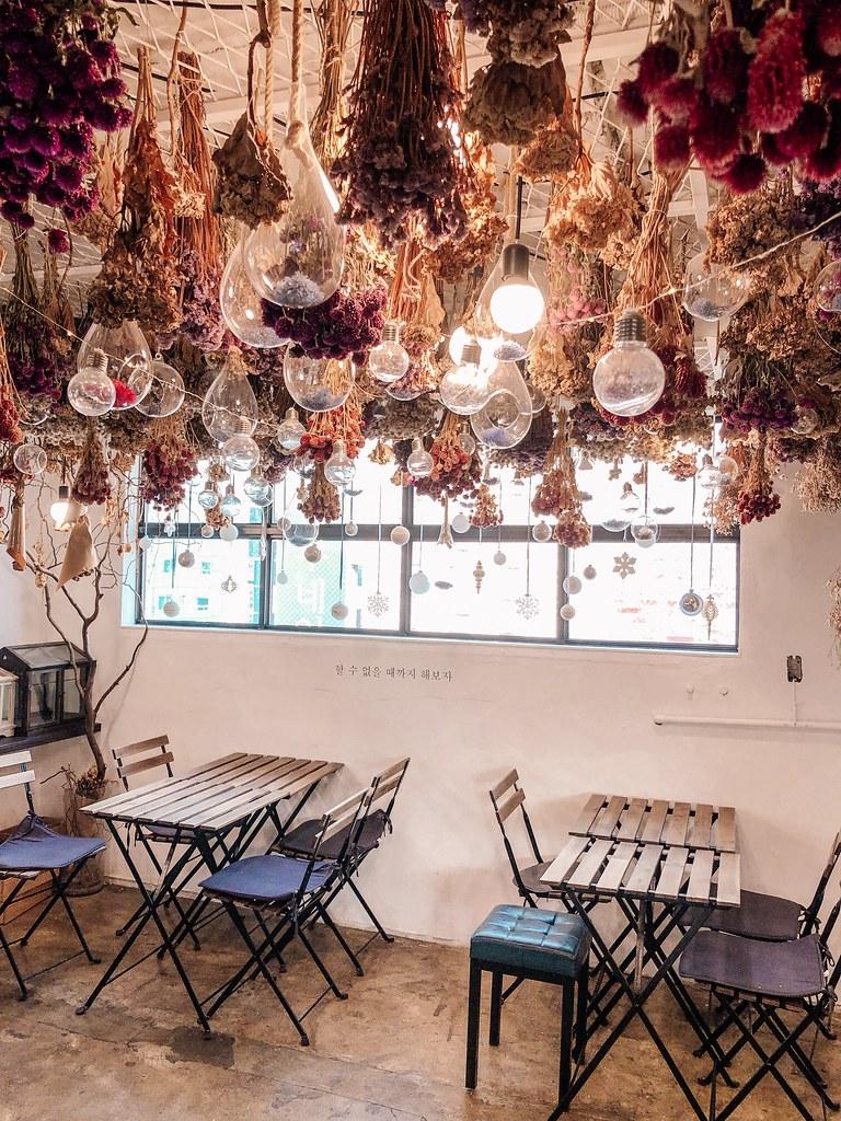 Inside Arriate Flower Cafe   Cafes in Seoul