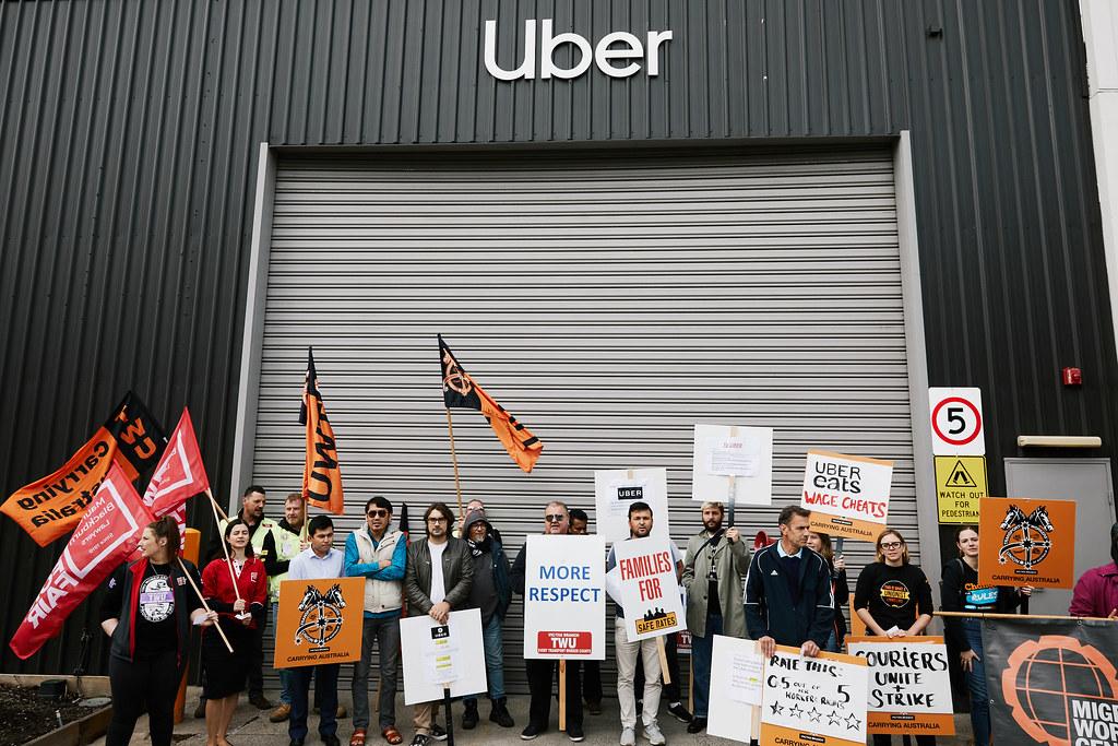Uber司機於澳洲墨爾本的總部前抗議。(Kristoffer Paulsen/New York Times)