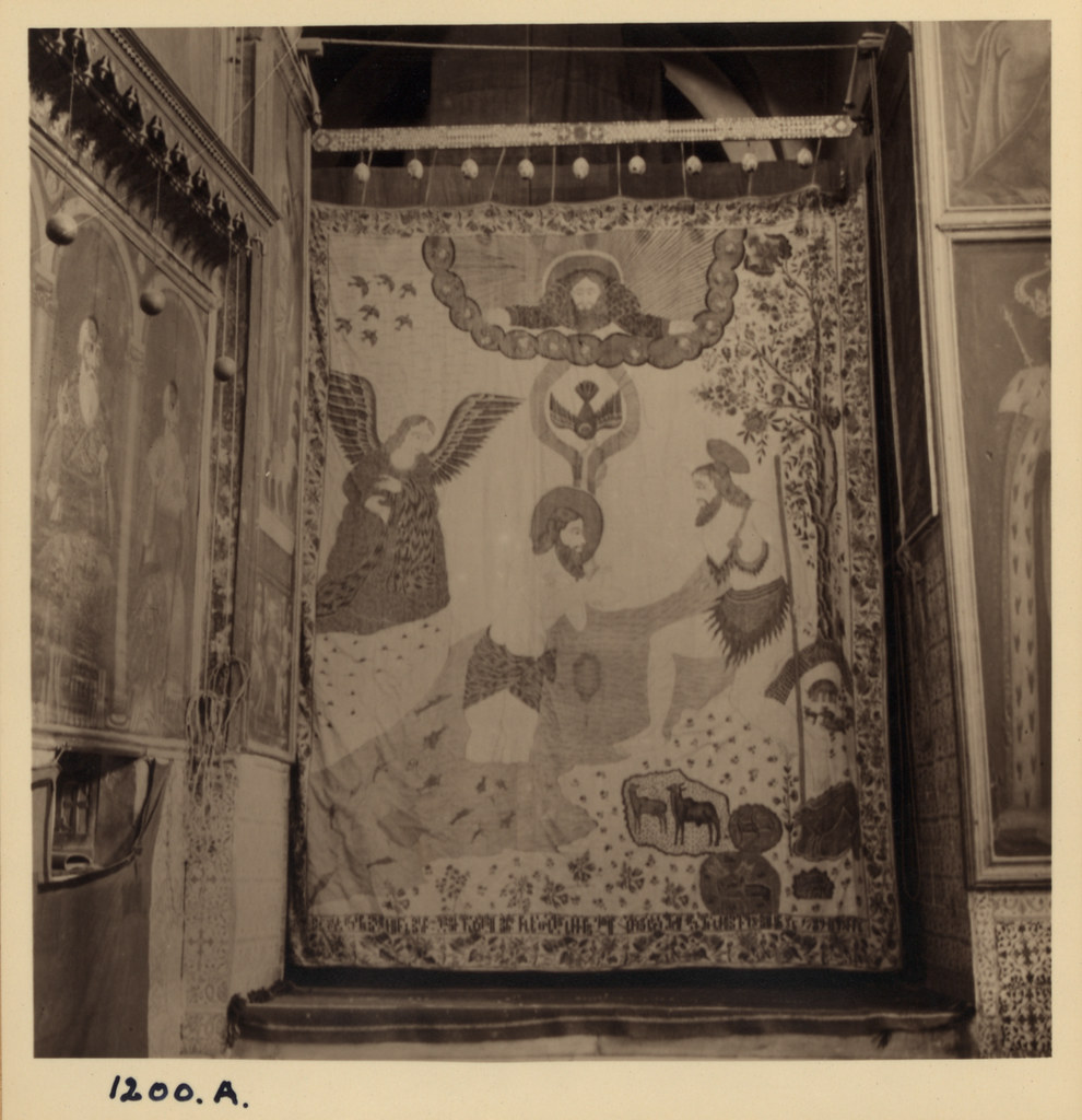 14. Армянский кафедральный собор. Индийский расписной занавес, 17 век. 2 маленьких апсиды. Март