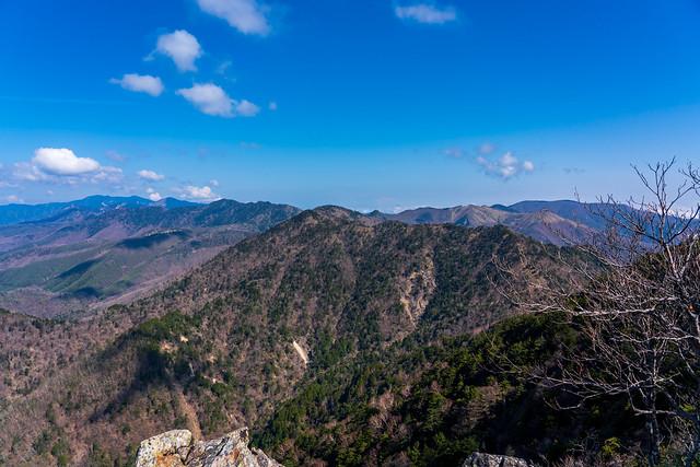 西側に連なる奥秩父主脈の山々@禿岩