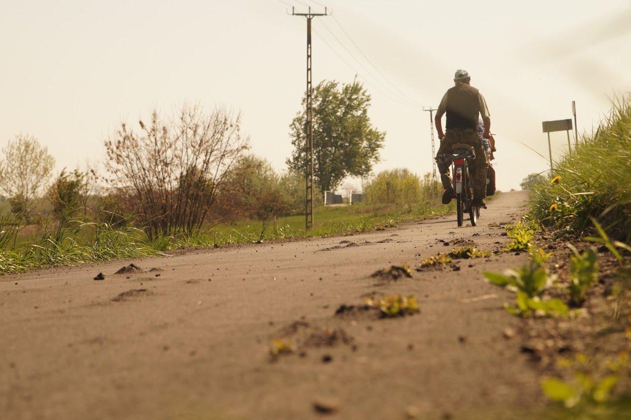 Fél év alatt tönkrement a deszki kerékpárút