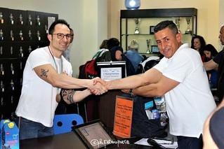 Mr Andrea Tamburrano riceve la targa premio