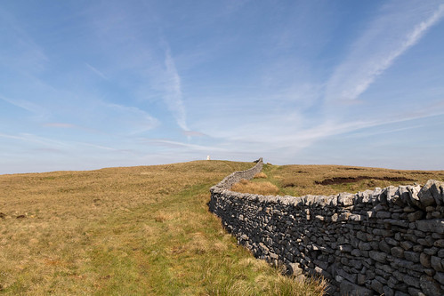 Along the wall to the Trig Point | by johnkaysleftleg