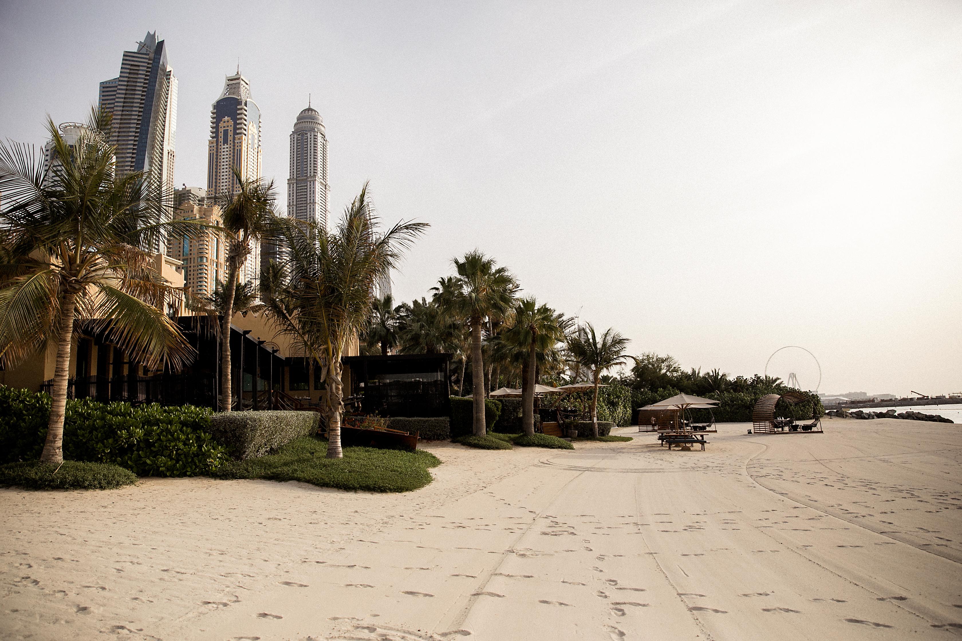 Dubai_by_HanaLeVan2