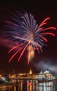 Final fireworks of the Seville fair III | by juanma285