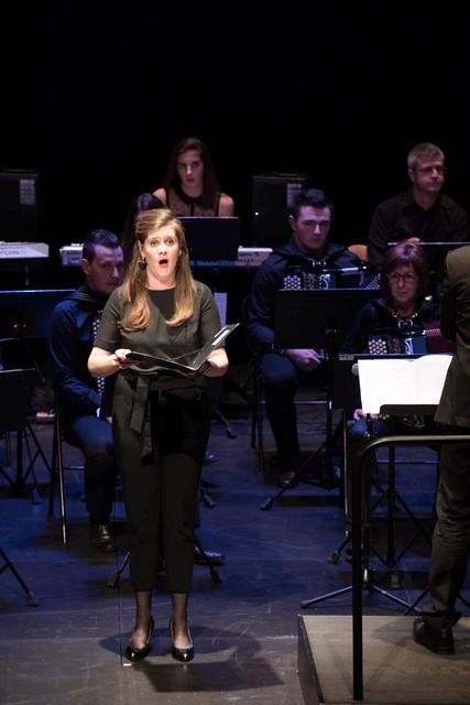 Béatrice Dunoyer solo accompagnée par l'orchestre d'accordéons