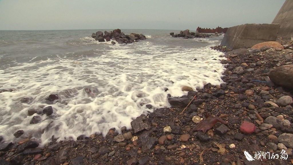 新豐海岸,還在等待回復原本面貌的那一天。