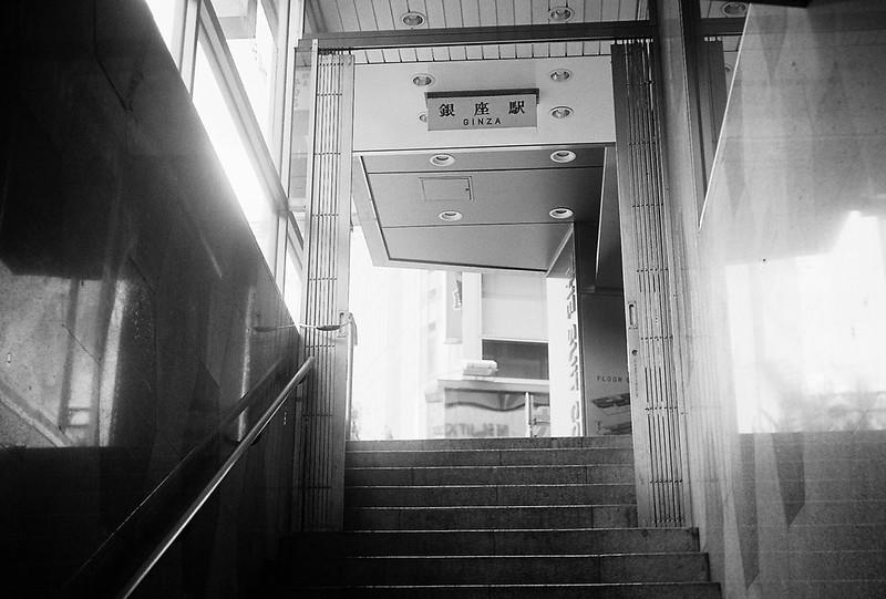 Leitz Ⅲf+Elmar 50mm f3 5+Ilford XP2 400丸ノ内線銀座駅出口