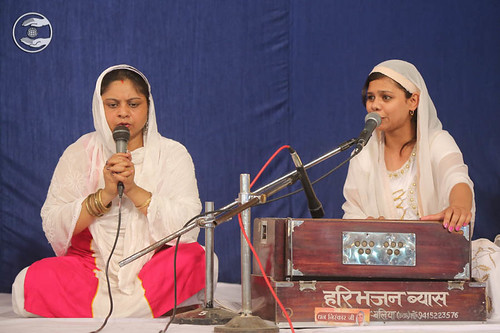 Devotional song by Manisha from Gorakhpur UP
