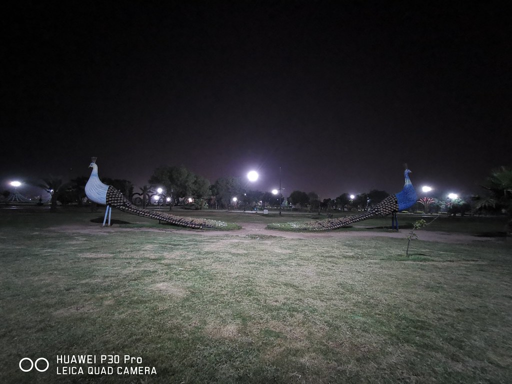 Park Picture at night with Ultra Wide Angle lens on Huawei P30 Pro