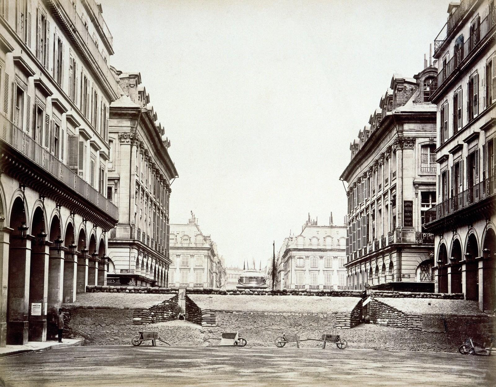 1871. Баррикада на улице Кастильоне, установленная коммунарами во время Парижской коммуны