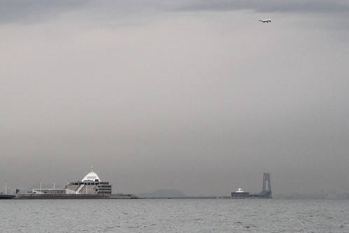 Looking west to the artificial islands, the immersed tube tunnel that links them, and the Qingzhou Channel Bridge