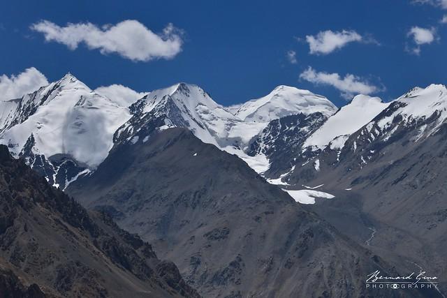 Sommets entre le col de Kunjerab (4 693 m) sur la Karakoram Highway