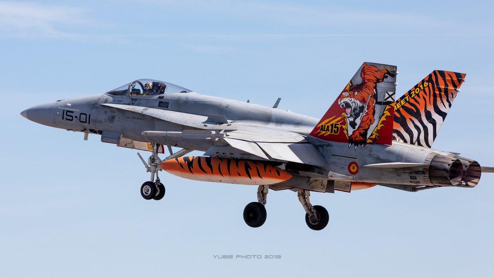 Despegue de los f-18 hacia la base aérea francesa de Mont de Marsan