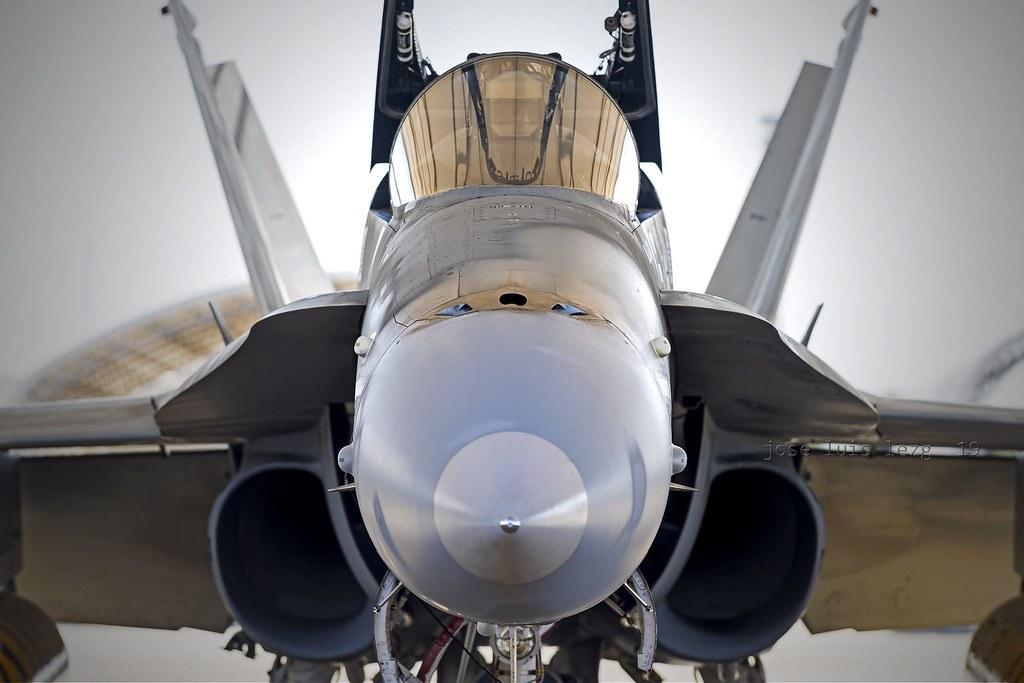 Vista frontal de un F-18 en la Base Aérea de Zaragoza