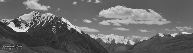 La châine du Karakoram vue depuis le col de Kunjerab. Photo Bernard Grua