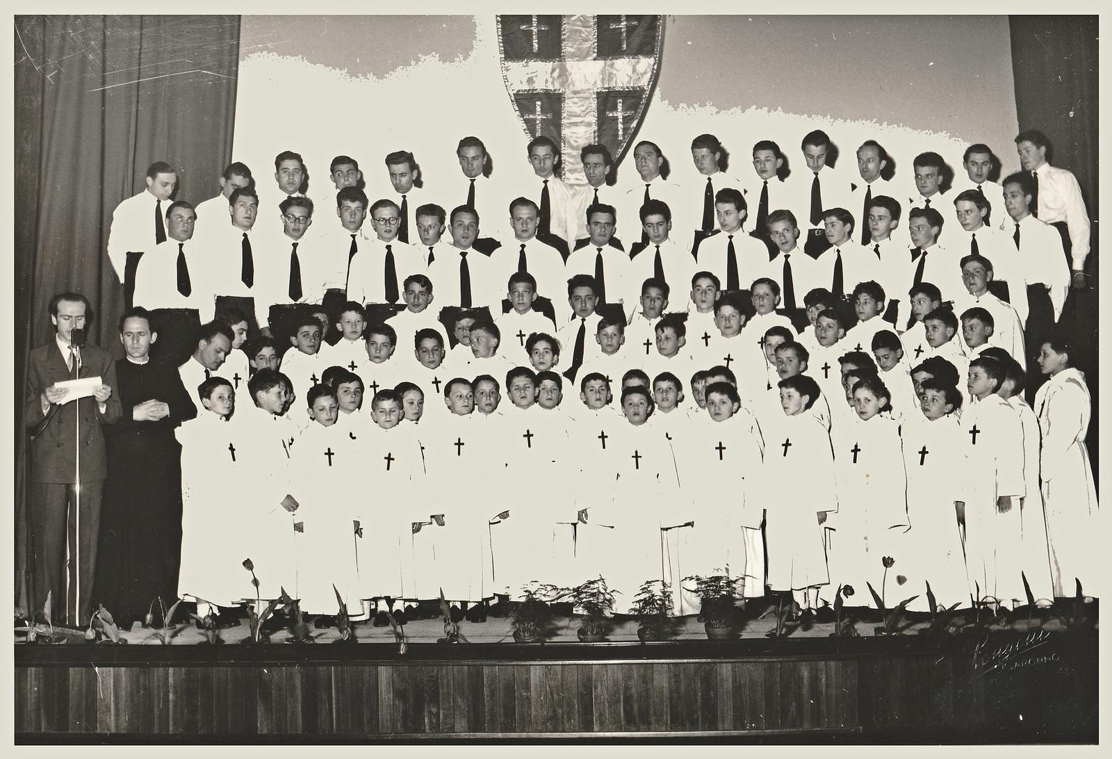 Coro Alpe 1950  versione adulti e Pueri Cantores.