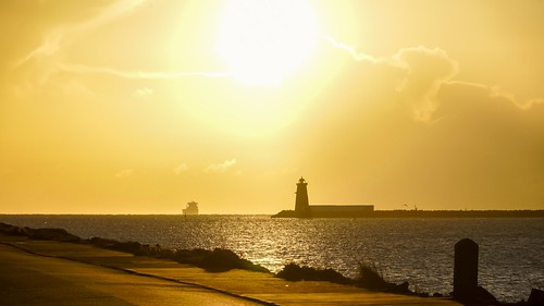 sunrise morning sun golden yellow sonya7 sonyalpha lighthouse seascape ireland dublin poolbeg ship irishsea