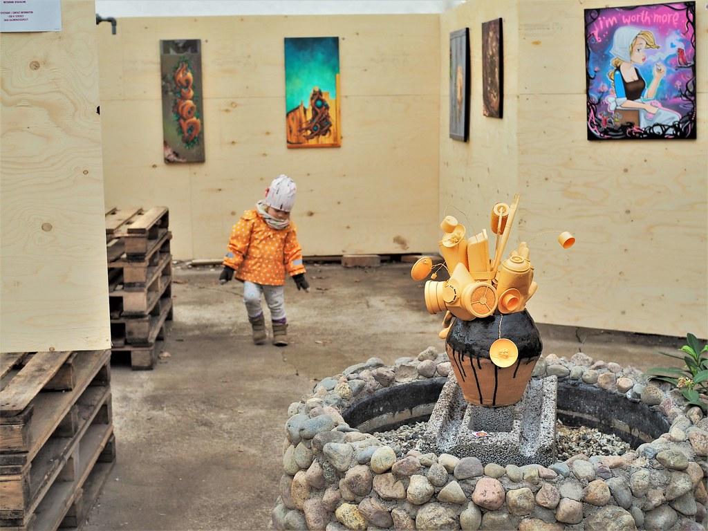 Viherpaja taidennäyttely Betoni on kakara